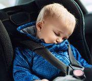 Bébé en voiture – Prise en main de plusieurs dispositifs de surveillance